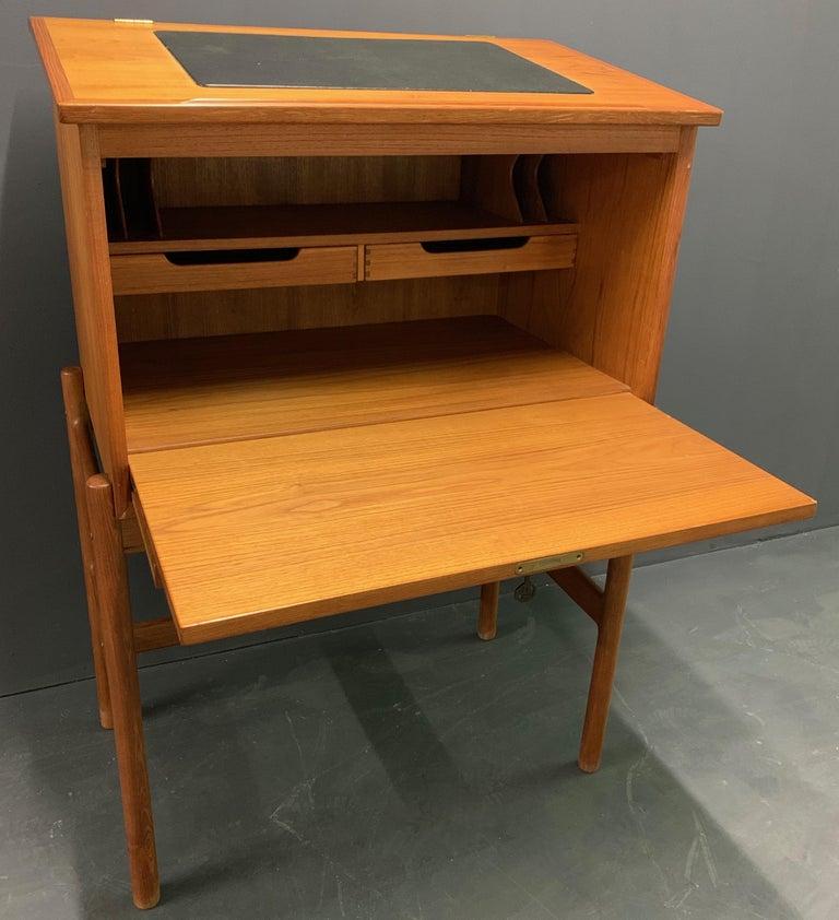 Amazing Arne Wahl Iversen Standing Desk and Secretaire Model 67 For Sale 2