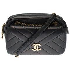 Amazing Chanel Camera shoulder bag in black herringbone leather, GHW