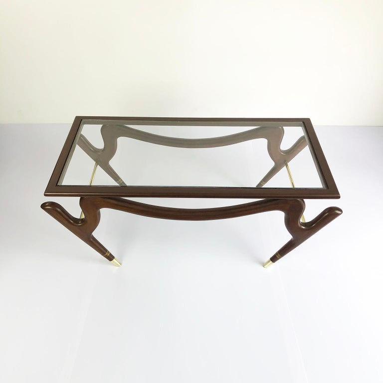 We offer this coffee table with the amazing and characteristic design of Eugenio Escudero, made in México in mahogany wood, circa 1950.