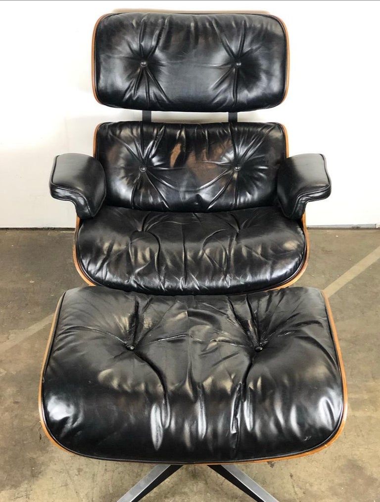 Mid-Century Modern Amazing Herman Miller Eames Lounge Chair and Ottoman For Sale