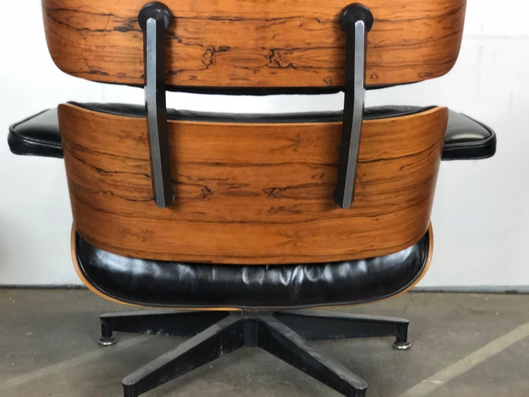 Amazing Herman Miller Eames Lounge Chair and Ottoman In Good Condition For Sale In Brooklyn, NY