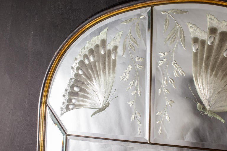 A very fine Italian Art Deco mirror engraved with two delicious butterflies with a parcel - gilt wood frame. Italy, 1940.