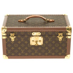Amazing Louis Vuitton Vanity Case in monogram Canvas and brass hardware