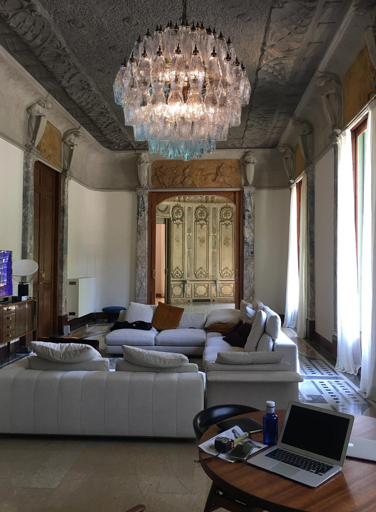 Elegant Italian pendant light made from 140 transparent Murano glasses