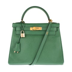 Amazing & Rare Hermès Kelly 28 with strap in Courchevel leather color vert pré !
