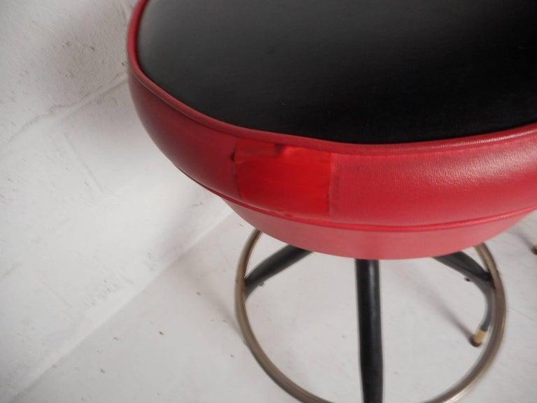 Amazing Set of Five Vintage Modern Swivel Bar Stools For Sale 4