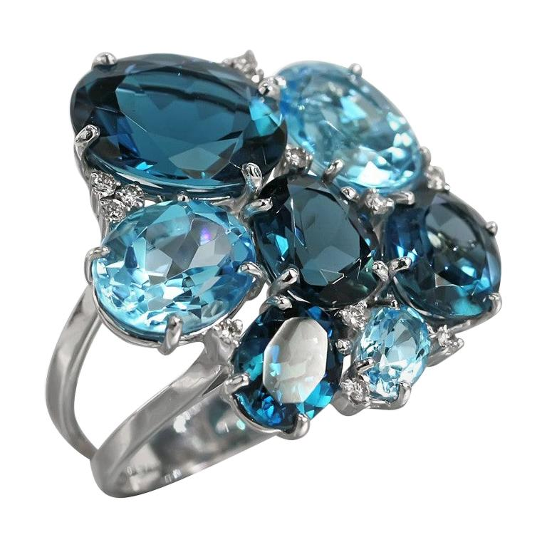 Amazing Topaz White Diamond White Gold 18 Karat Ring