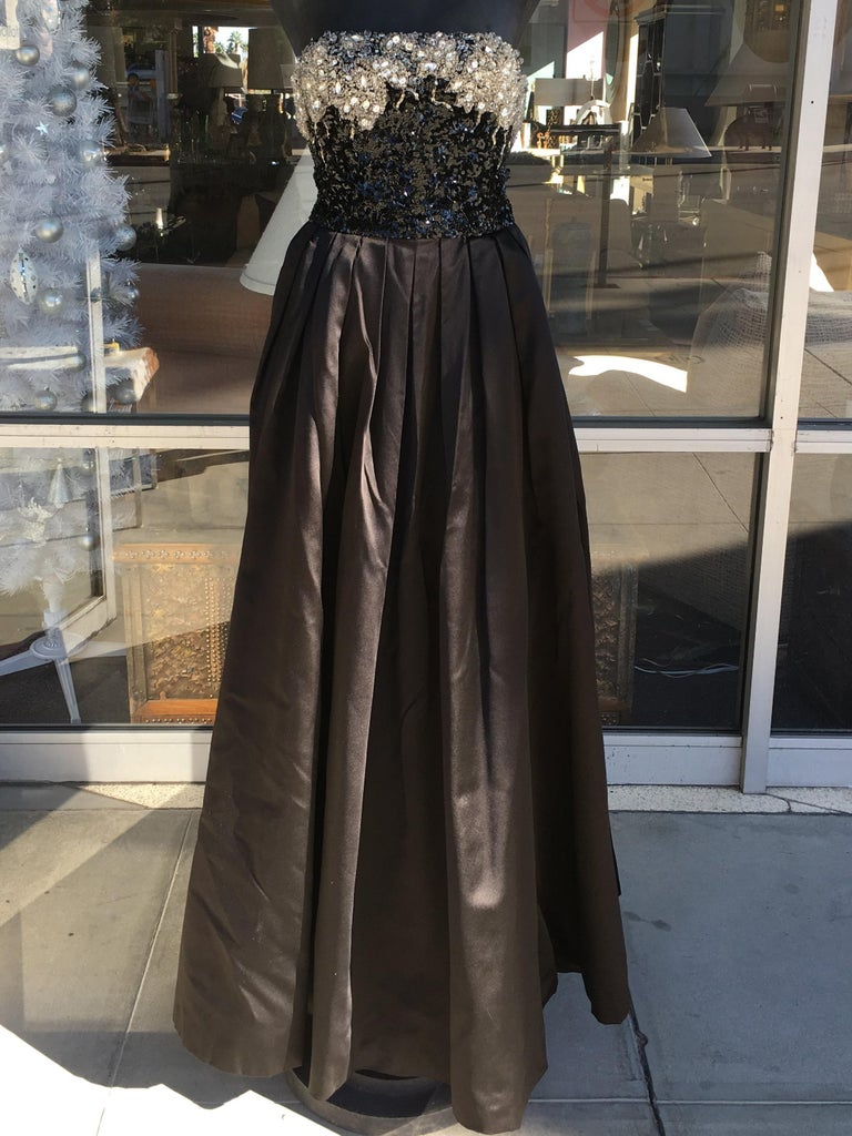 Amazingly Chic Oscar De La Renta Beaded Gown for Bergdof Goodman For Sale 3