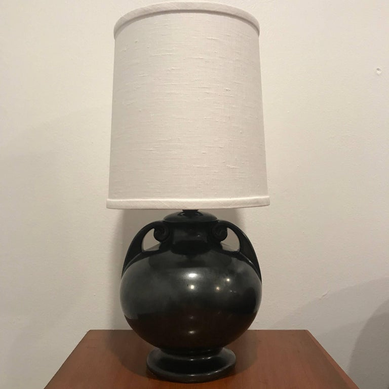 American Art Deco 1930 Art Pottery Table Lamp In Excellent Condition For Sale In New York, NY