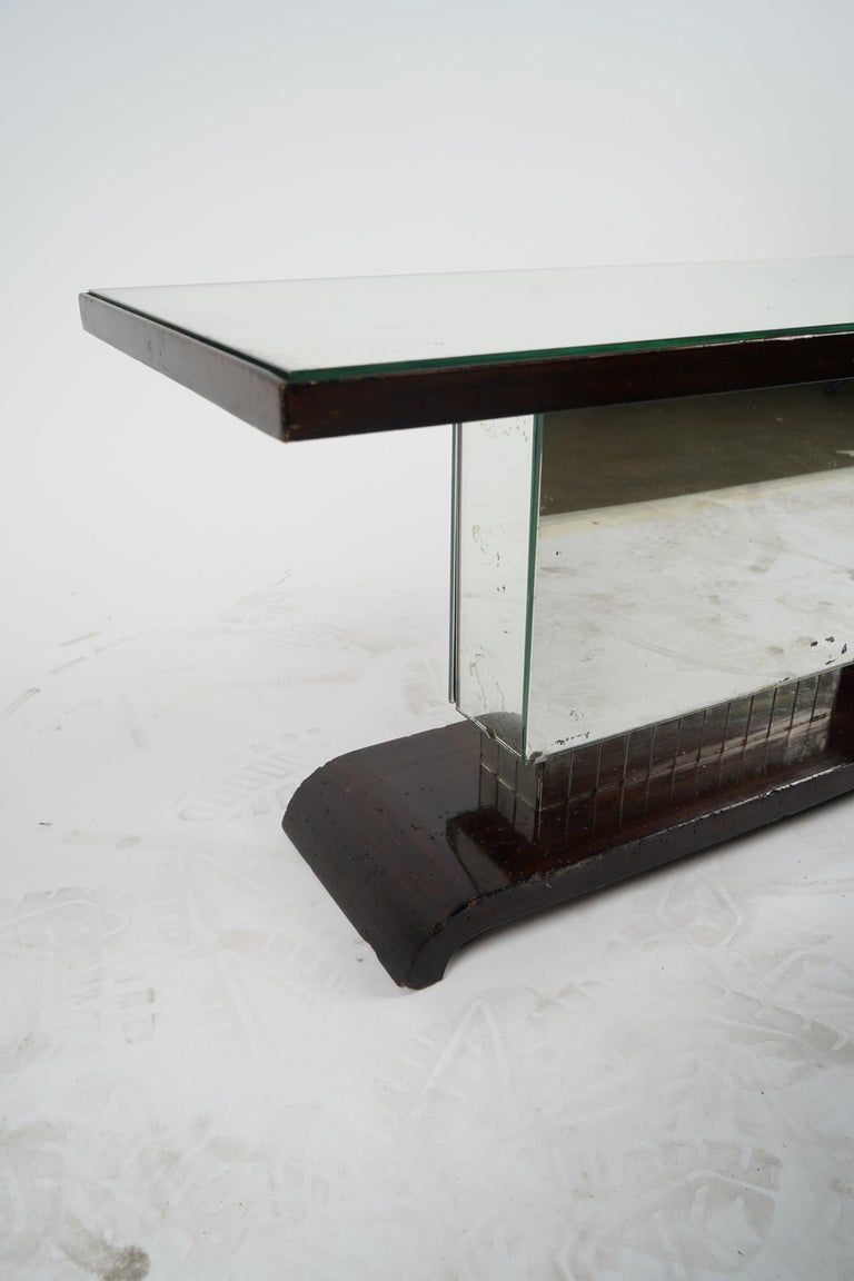 American Art Deco Side Table or Small Coffee Table In Excellent Condition For Sale In Los Angeles, CA