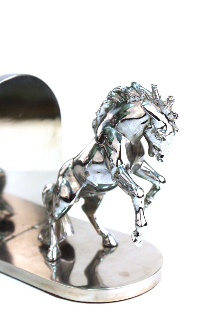 American Art Deco pair of bookends in shape of horses made in silvered bronze, stamped 'White'. The pair was likely made during the 1930s in the United States and is in great vintage condition with age-appropriate wear.