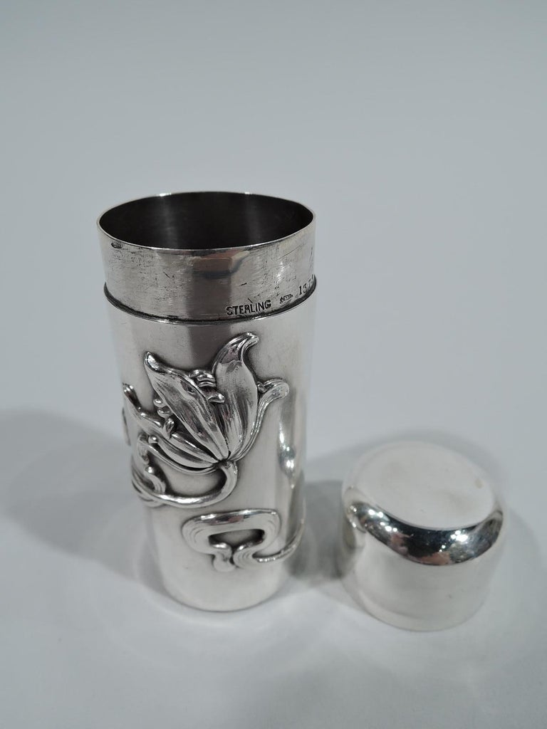 American Art Nouveau Sterling Silver Vanity Box by Kerr In Excellent Condition For Sale In New York, NY