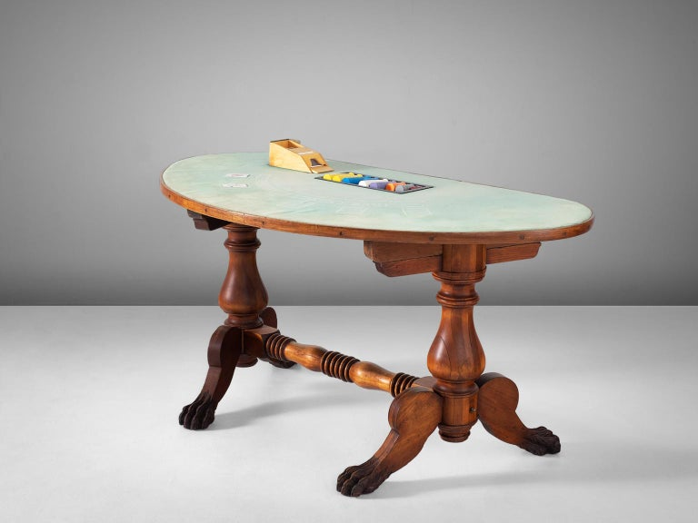 Game table, in mahogany, brass and fabric, United States, 1940s.   A beautiful antique American mahogany blackjack table in its original condition. Complete with original cardholder. The wooden frame is highly detailed and shows great craftsmanship.