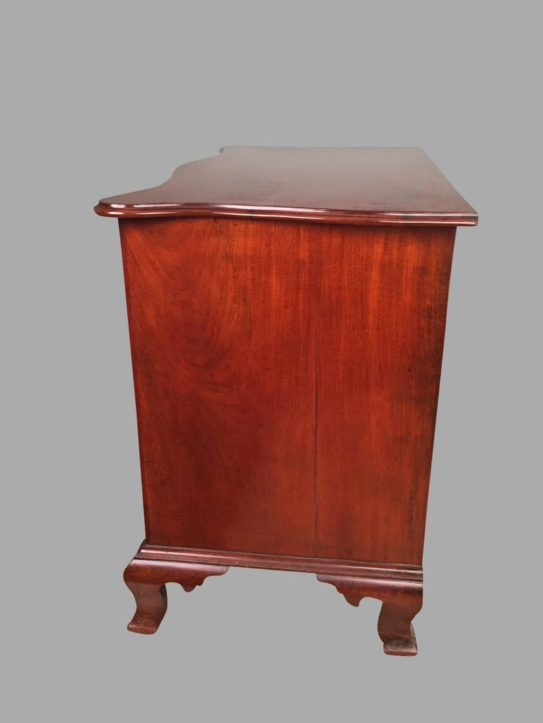 American Chippendale Period Mahogany Serpentine Four-Drawer Chest In Good Condition For Sale In San Francisco, CA