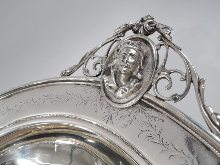 American Classical Sterling Silver Medallion Centerpiece Bowl In Excellent Condition For Sale In New York, NY