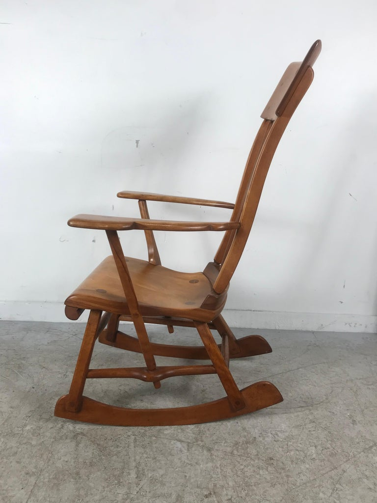 American Colonial Modernist Solid Maple Rocking Chair, Attrib Sikes Chair Co In Good Condition For Sale In Buffalo, NY