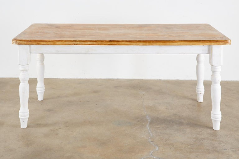 American Country Painted Pine Farmhouse Dining Table In Good Condition For Sale In Oakland, CA