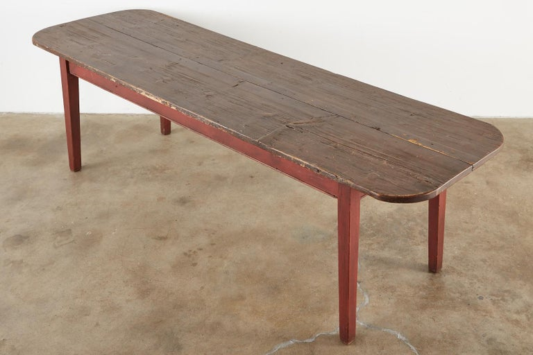 American Country Pine Farmhouse Harvest Dining Table In Distressed Condition For Sale In Rio Vista, CA
