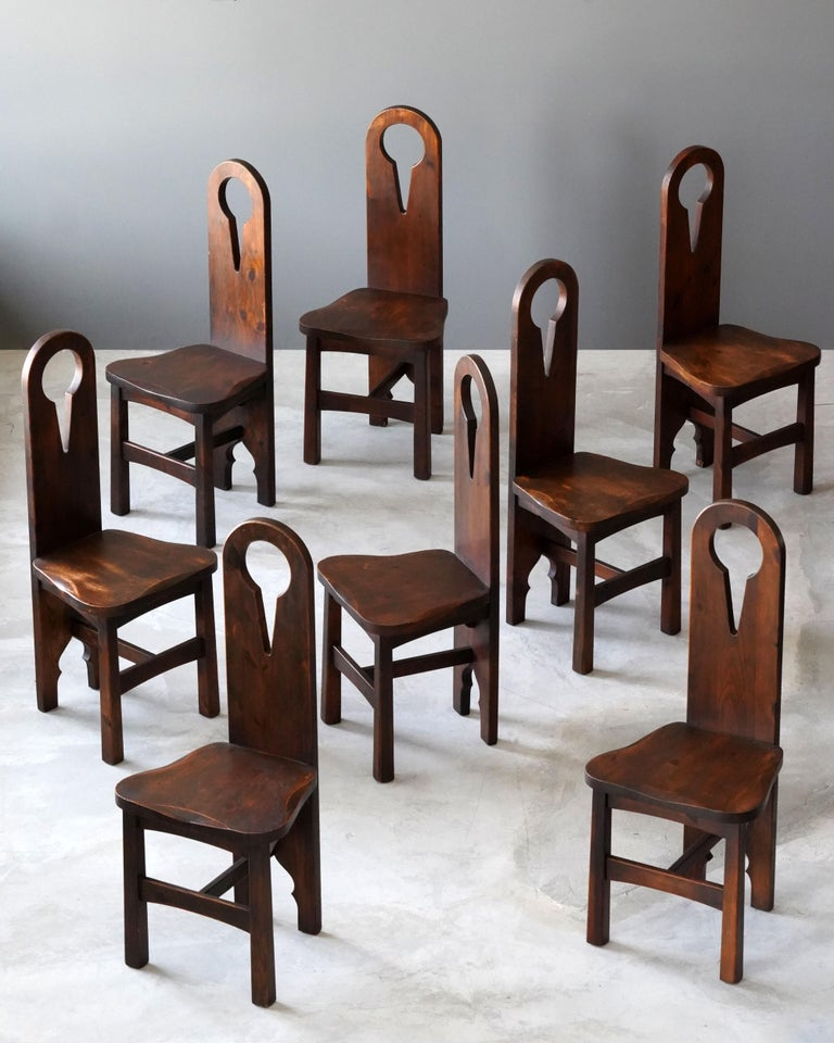 A set of dining chairs / side chairs. In an functionalist arts and crafts style. Similar to that of works by Charles Rohlfs. Produced first quarter 20th century.