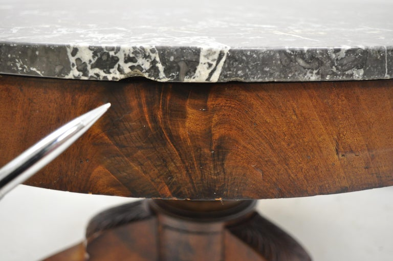 American Empire Round Marble-Top Flame Mahogany Pedestal Base Coffee Table For Sale 7