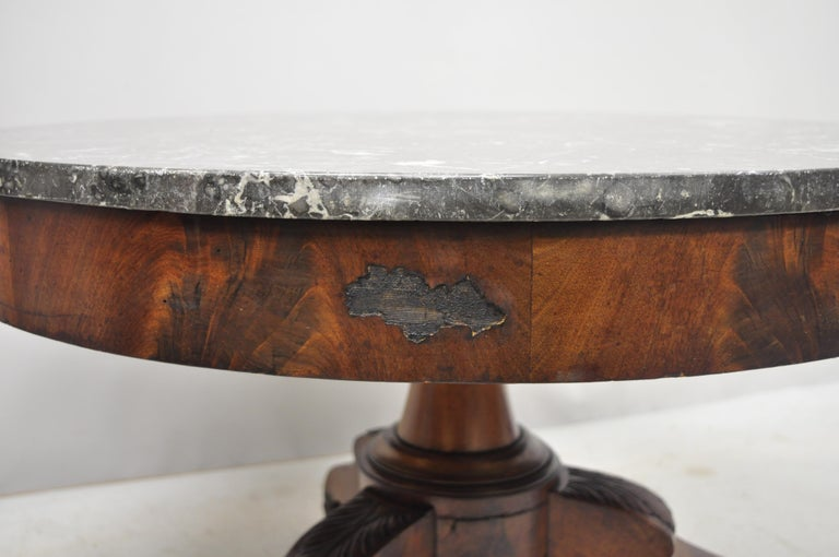 American Empire Round Marble-Top Flame Mahogany Pedestal Base Coffee Table For Sale 3