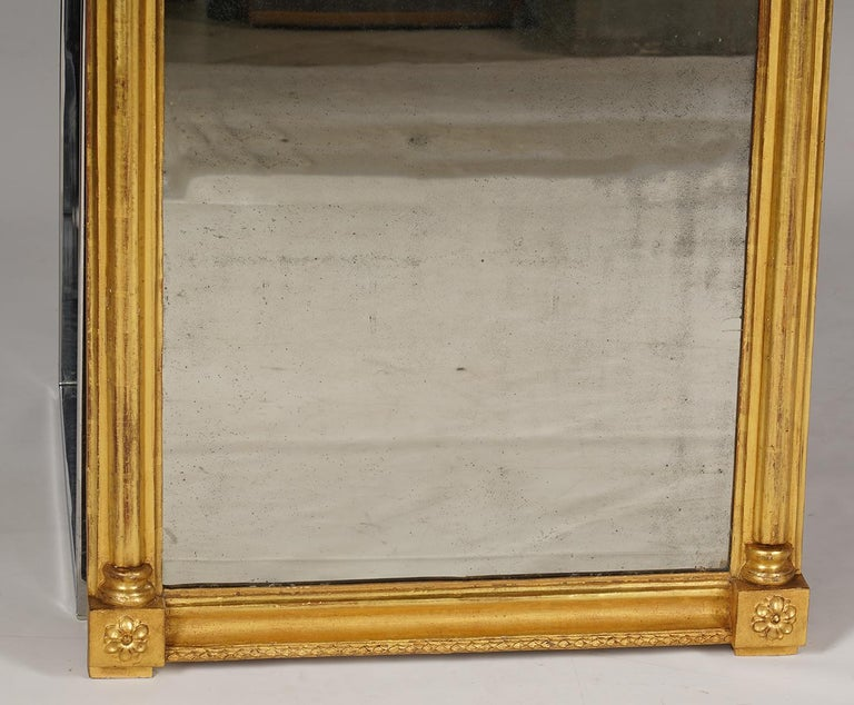 American Federal Carved Giltwood Pier Mirror with Églomisé Panel In Good Condition For Sale In Ft. Lauderdale, FL
