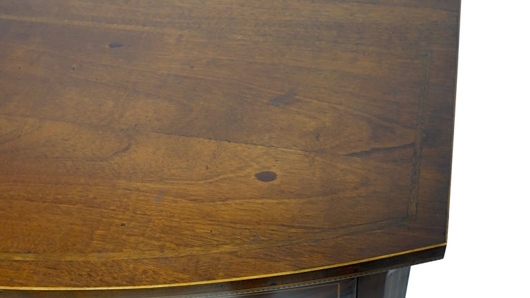 American Federal Mahogany Bow Front Chest of Drawers, 19th Century, circa 1820 For Sale 5