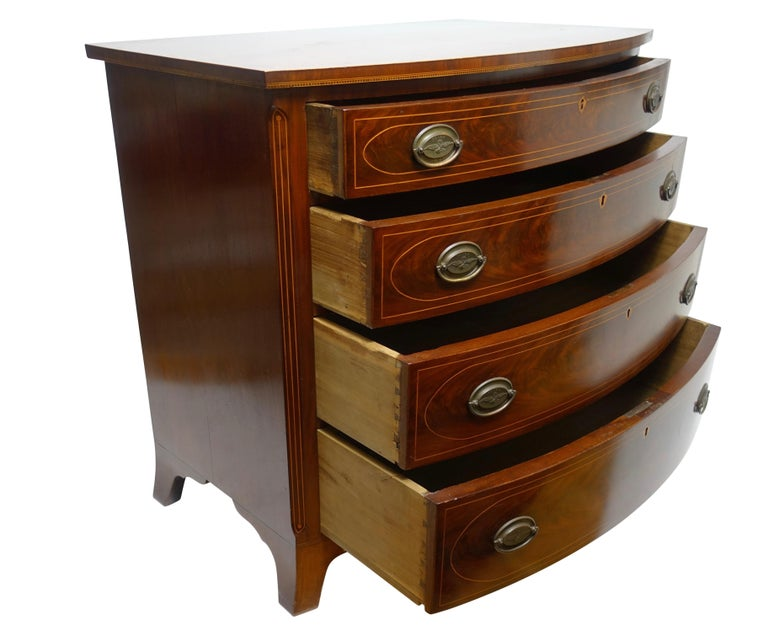 American Federal Mahogany Bow Front Chest of Drawers, 19th Century, circa 1820 In Good Condition For Sale In San Francisco, CA