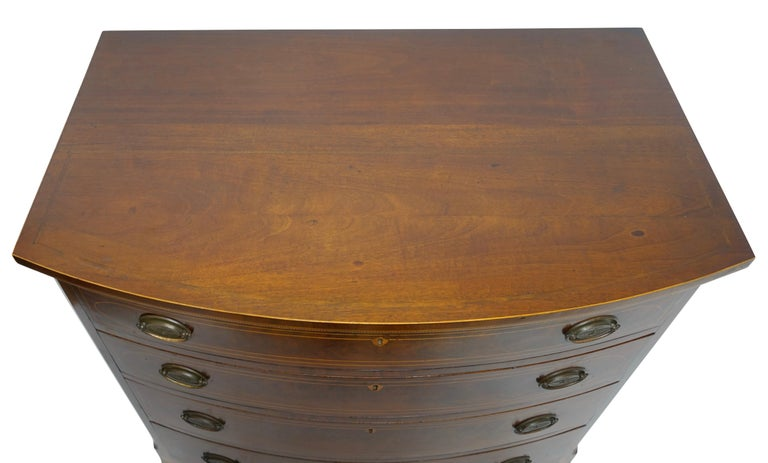 American Federal Mahogany Bow Front Chest of Drawers, 19th Century, circa 1820 For Sale 1