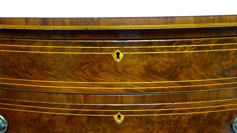 American Federal Mahogany Bow Front Chest of Drawers, 19th Century, circa 1820 For Sale 4