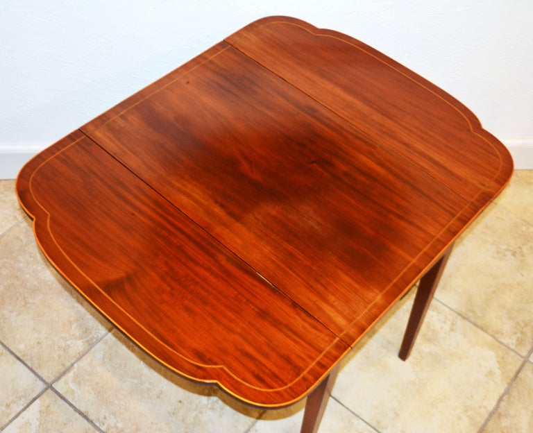 Brass American Federal Satinwood Inlaid Mahogany Shaped Pembroke Table, Circa 1820 For Sale
