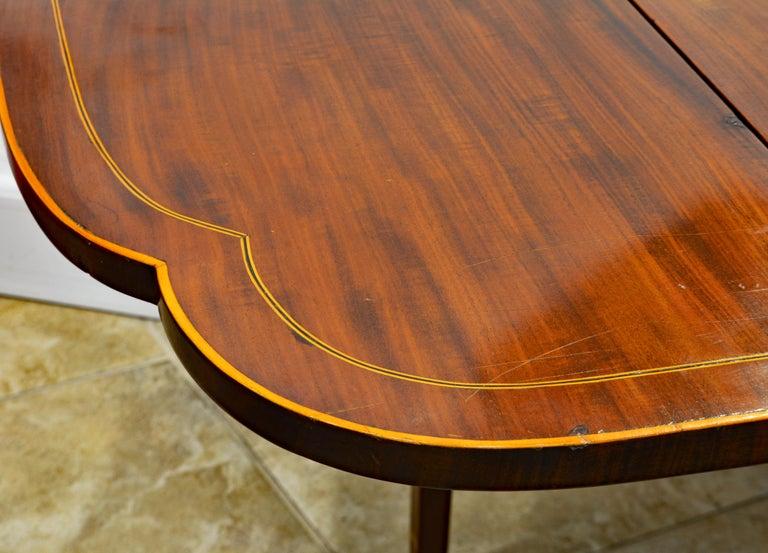 American Federal Satinwood Inlaid Mahogany Shaped Pembroke Table, Circa 1820 For Sale 4