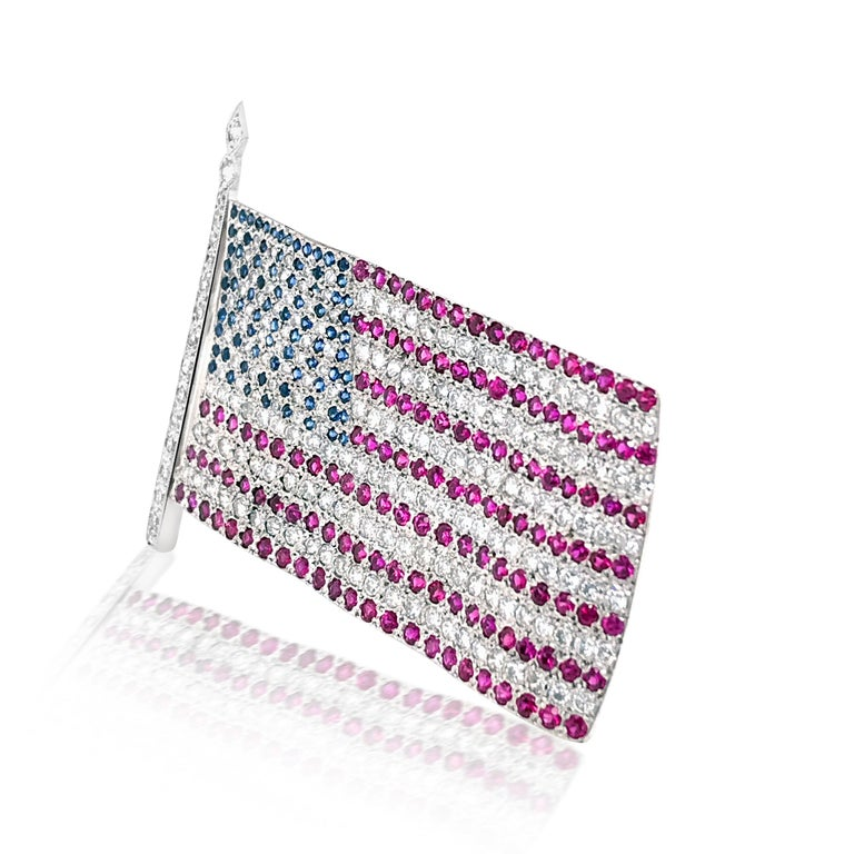 American Flag Brooch with Diamond Ruby and Sapphire In Excellent Condition For Sale In New York, NY