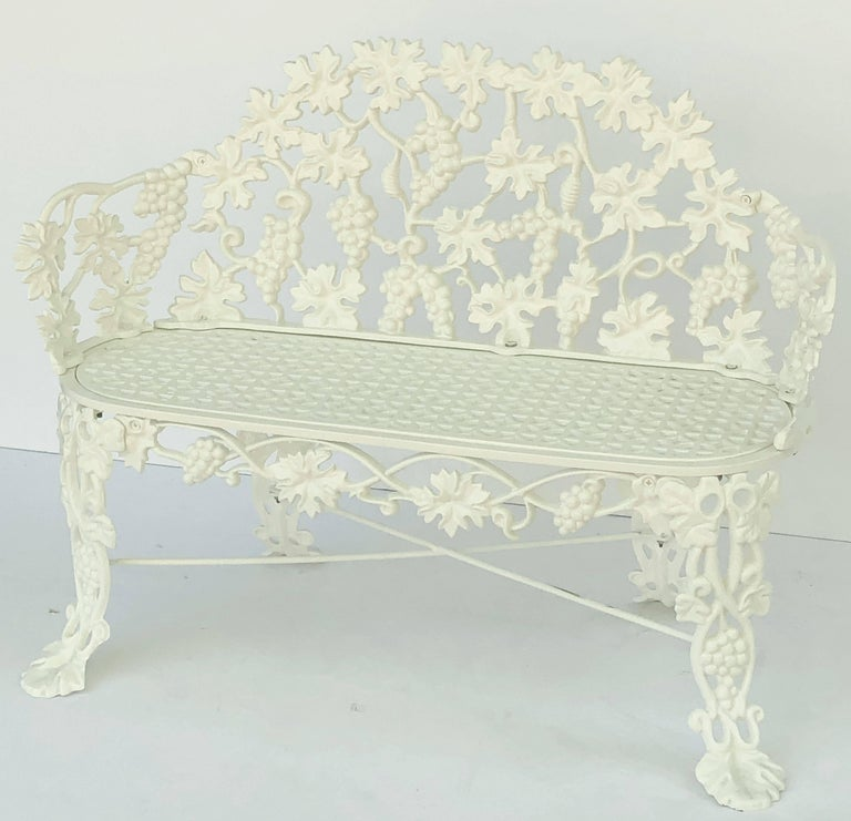 American Garden Bench of Cast Iron by Hart In Excellent Condition For Sale In Austin, TX