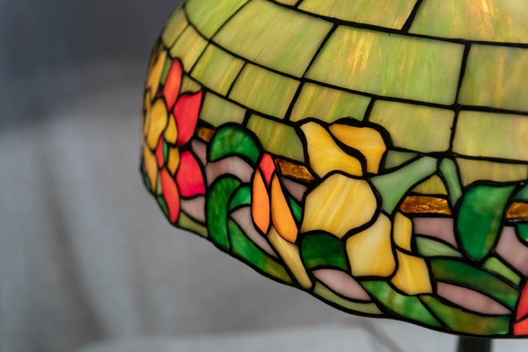 Hand-Crafted American Leaded Glass Table Lamp by Wilkinson, circa 1910 For Sale