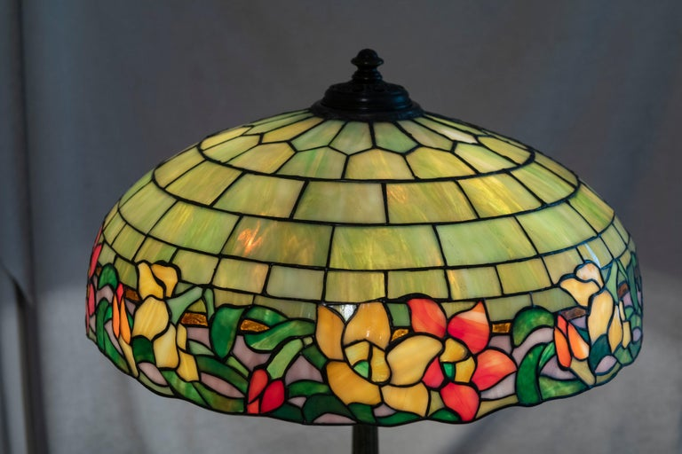 American Leaded Glass Table Lamp by Wilkinson, circa 1910 In Excellent Condition For Sale In Petaluma, CA