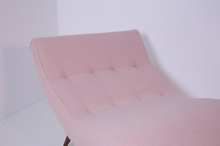 Mid-Century Modern American Lounge Chair in Pink Bouclè and Wood, 1950s For Sale