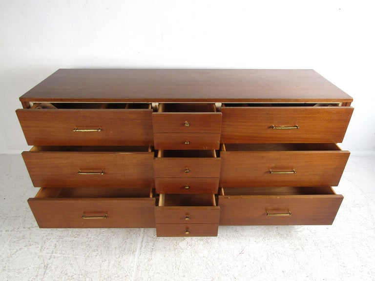 American Mid-Century Modern Dresser by R-Way In Fair Condition For Sale In Brooklyn, NY