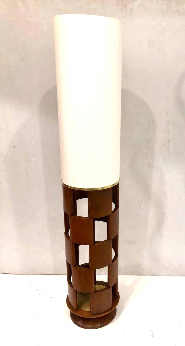 American Mid-Century Modern Tall Lamp by Modeline Lamp Company In Good Condition For Sale In San Diego, CA