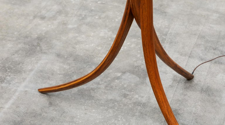 American Mid-Century Modern Pair of Floor Lamps in Walnut and Linen For Sale 10