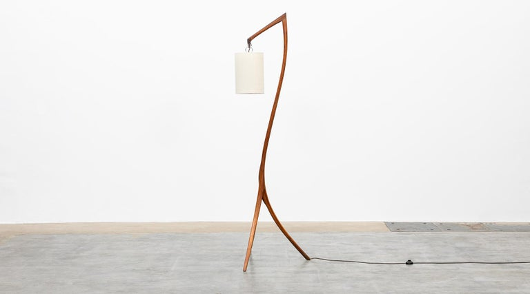 American Mid-Century Modern Pair of Floor Lamps in Walnut and Linen For Sale 2