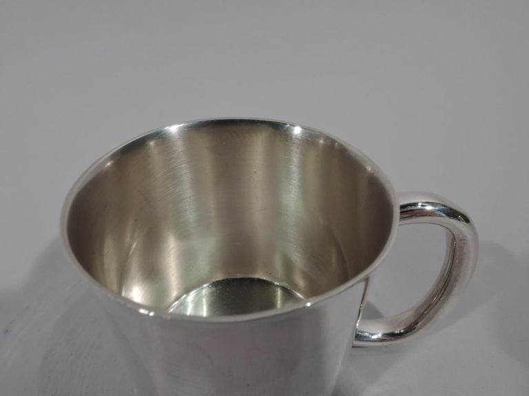American Mid-Century Modern sterling silver baby cup. Made by Towle in Newburyport, Mass. Drum form with gently flared rim and thick c-scroll handle. Lots of room for engraving. Fully marked and numbered 7871. Weight: 3.4 troy ounces.