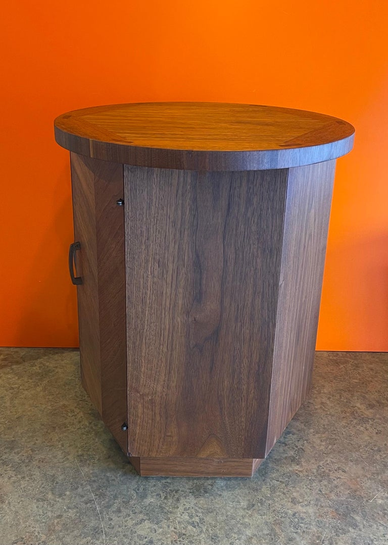 20th Century American Modern Walnut Side Table / Cabinet