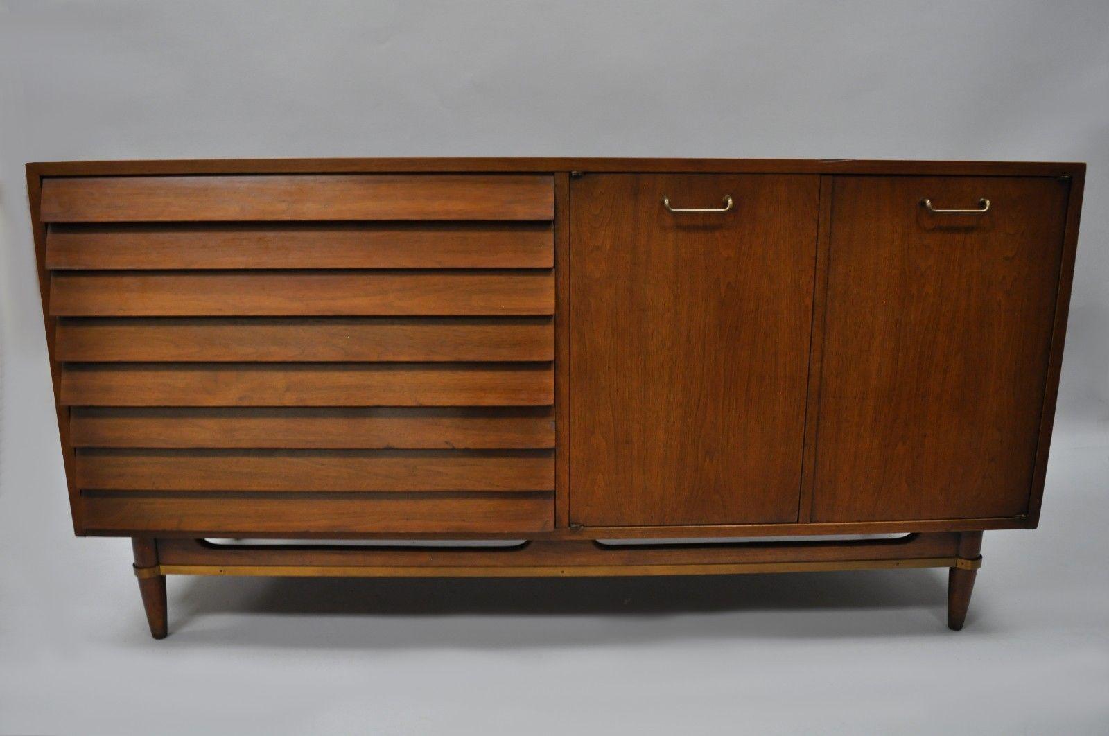 Credenza Mid Century Modern : American of martinsville louvered walnut dresser credenza mid
