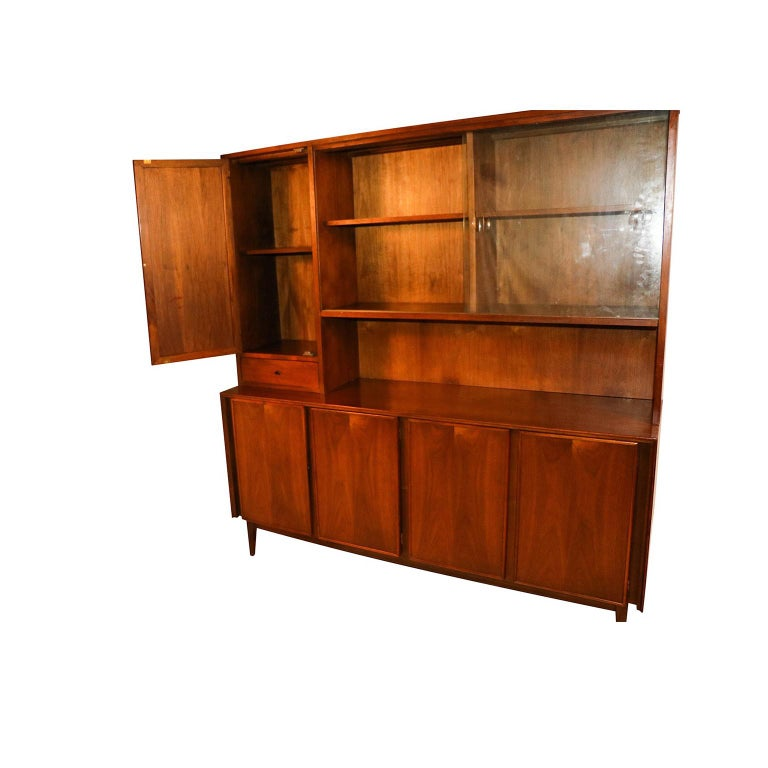 Mid-Century Modern American of Martinsville Midcentury China Cabinet Hutch For Sale