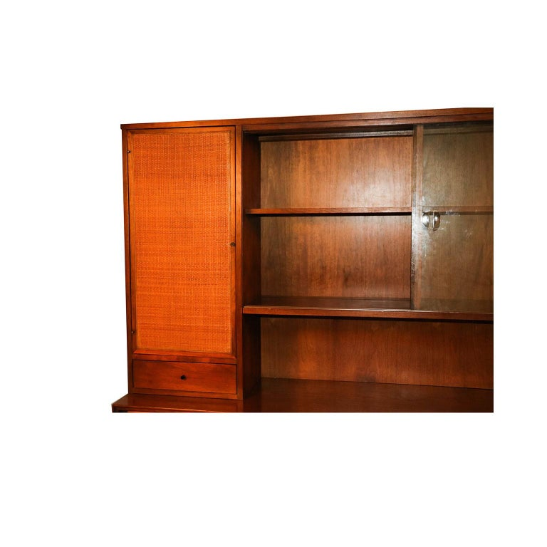 Mid-20th Century American of Martinsville Midcentury China Cabinet Hutch For Sale
