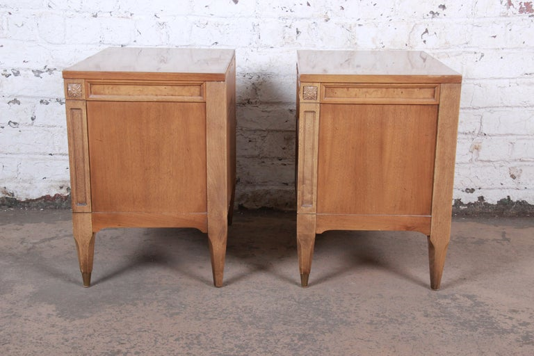 American of Martinsville Mid-Century Modern Cherry and Burl Nightstands, Pair For Sale 8