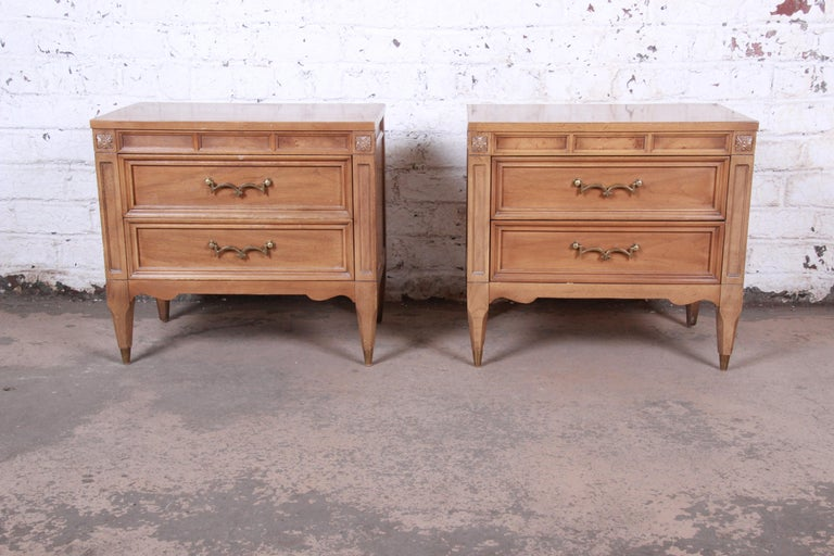 A beautiful pair of Mid-Century Modern Hollywood Regency nightstands  By American of Martinsville  USA, 1960s  Cherry and burl wood and brass hardware  Measures: 25.13