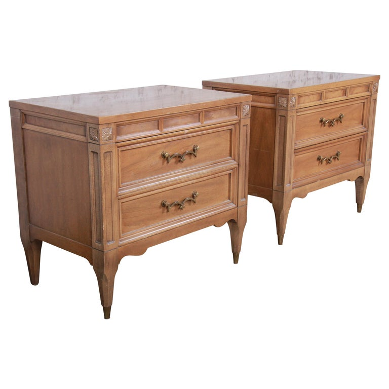 American of Martinsville Mid-Century Modern Cherry and Burl Nightstands, Pair For Sale