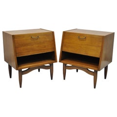 American of Martinsville Mid-Century Modern Walnut Nightstands Tables, a Pair